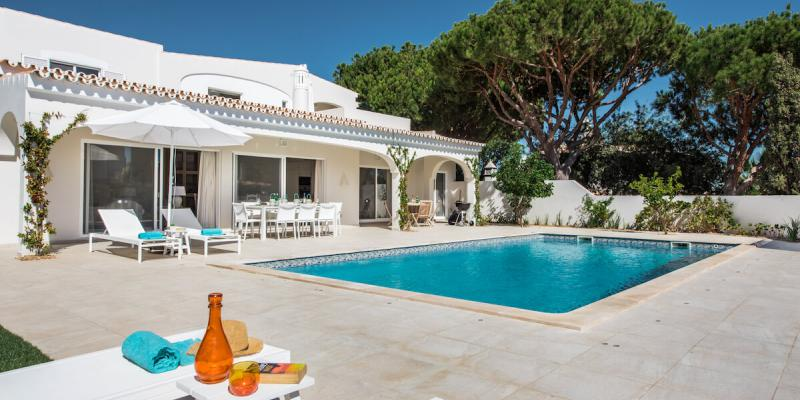Beautiful outdoor space to relax by the pool at Villa Florabella in Algarve