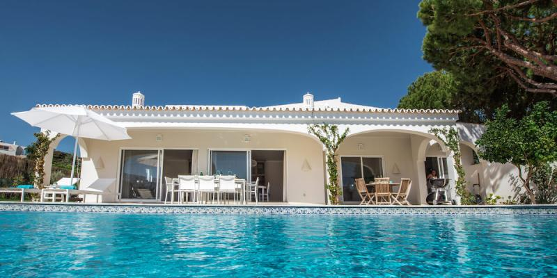 The private heated swimming pool at Villa Florabella in the Algarve, Portugal