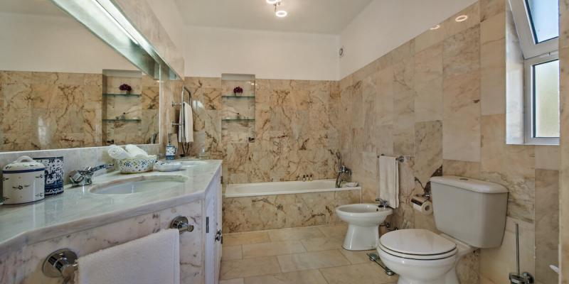 Luxury Bathroom at Villa Florabella in Quinta das Salinas