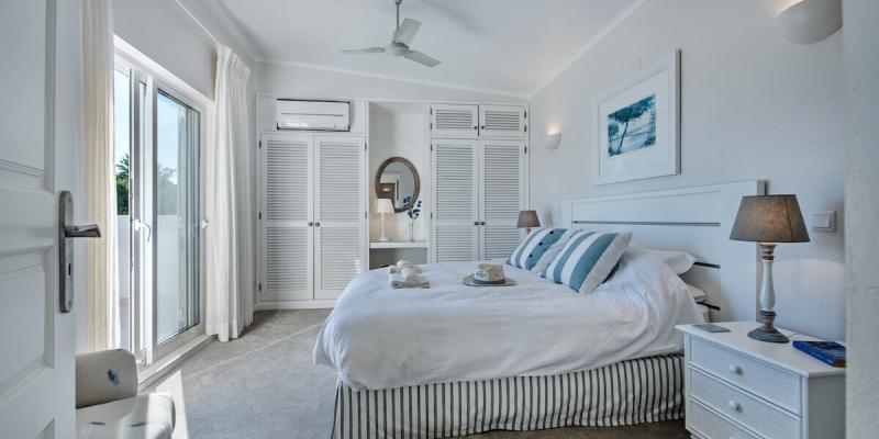 Large double bedroom in Villa Florabella, Algarve