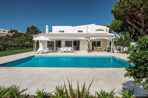 Private swimming pool outside Villa Florabella