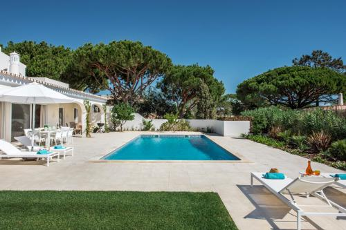 The lawn and pool area at Villa Florabella