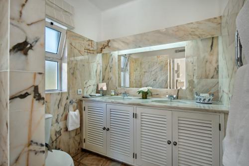 Spacious luxury bathroom at Villa Florabella in Portugal